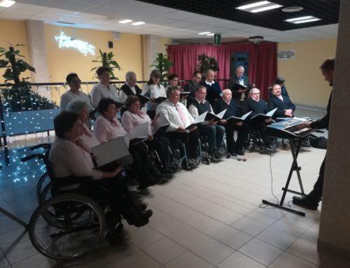 Komorni pevski zbor DPPP skupaj s pevci Medobčinskega društva slepih in slabovidnih prepeval v Splošni bolnišnici Murska Sobota