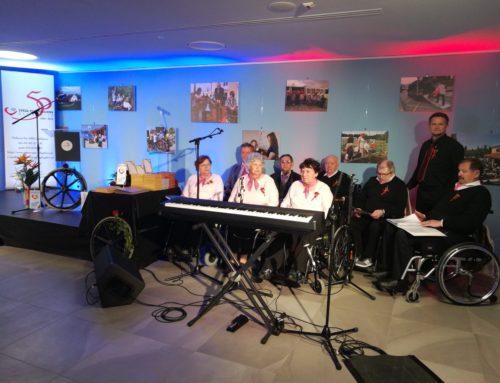 Komorni pevski zbor Društva paraplegikov Prekmurja in Prlekije zapel slovensko himno na slovesnosti ob 50 letnici delovanja ZPS