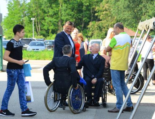 Dr. Aleksander Jevšek v imenu Mestne občine Murska Sobota društvu podelil priznanje ob 40. obletnici delovanja