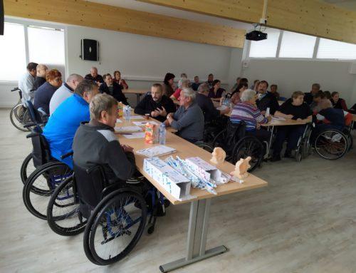 Strokovno predavanje o katetrizaciji in motnjah v uriniranju pri osebah po poškodbi hrbtenjače